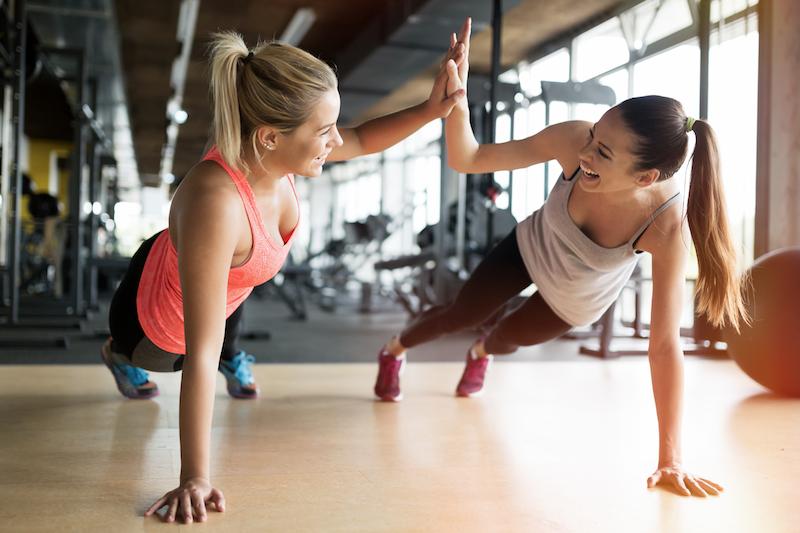 Motivation zum Sport: mit einer Freundin sporteln