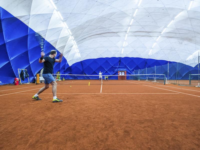 Klimatisierte Sportanlage bei ALEXX Tennis für Sport im Sommer