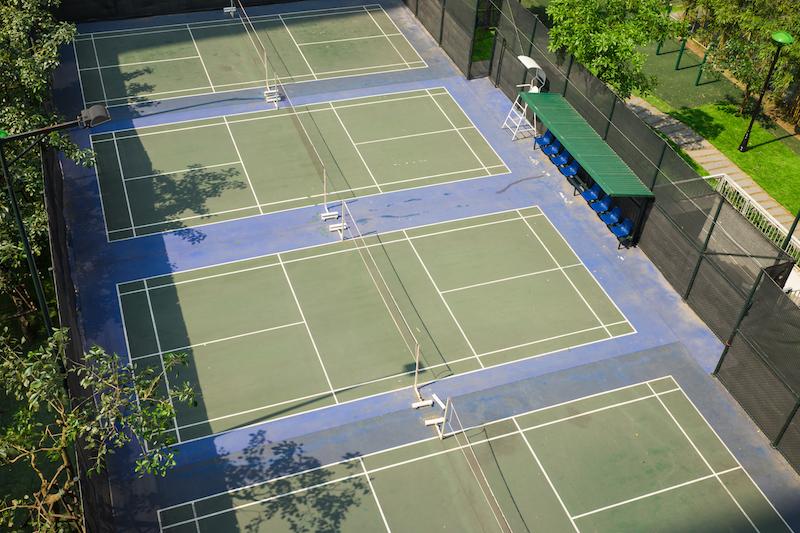 Badminton Doppel und Einzel: Luftansicht eines Spielfelds