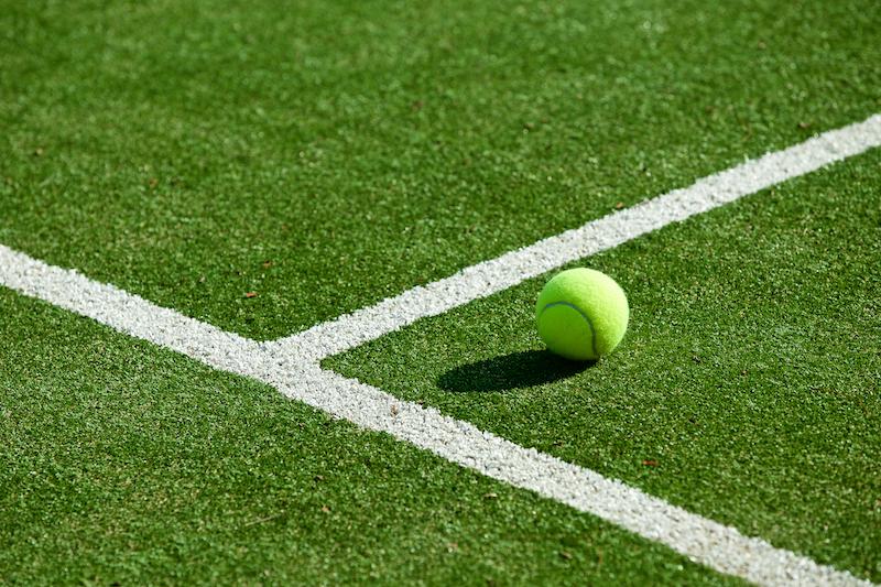 Tennis Trick: Spiel an der Grundlinie