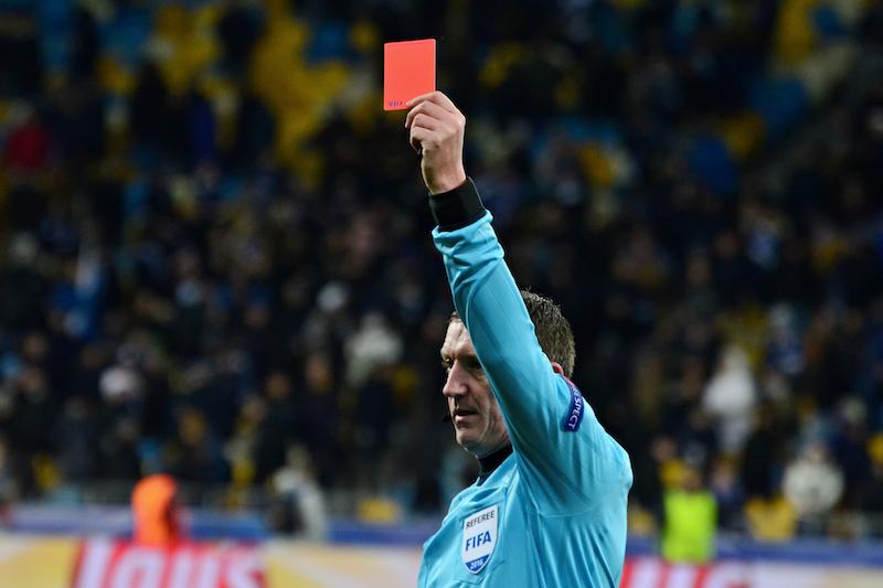 Fußball Dopingmittel - rote Karte